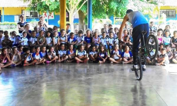 Alunos da rede municipal de Uberlândia aprendem sobre mobilidade sustentável com aulas de ciclismo